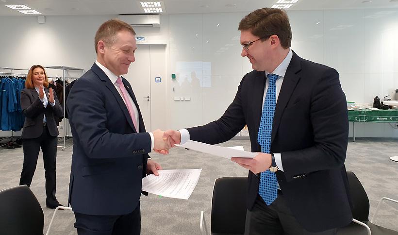Максим Ремчуков, директор по устойчивому развитию СИБУРа, и Кристоф Рёриг, глава BASF в регионе «Россия и СНГ. Фото: СИБУР»