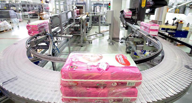 Линия на заводе «Кимберли-Кларк» в Ступине по производству детских трусиков-подгузников Huggies