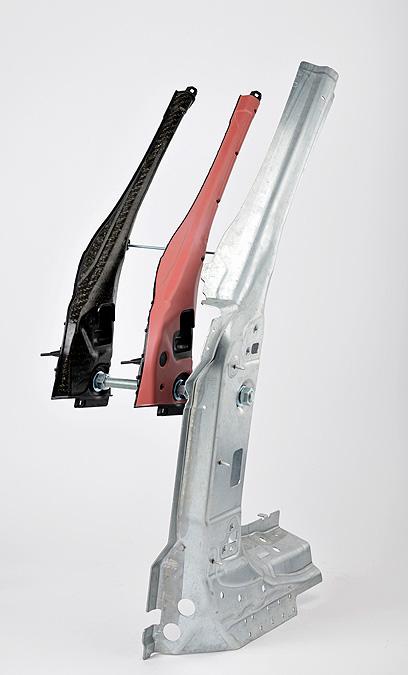 Трехмерная гибридная передняя стойка отходит от верхней панели автомобиля, вмещает дверные петли и удерживает боковое стекло на месте. Фото: LANXESS AG