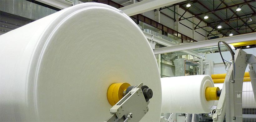 производства нетканого полотна на линии фирмы Reifenhäuser на заводе «Нетканика»