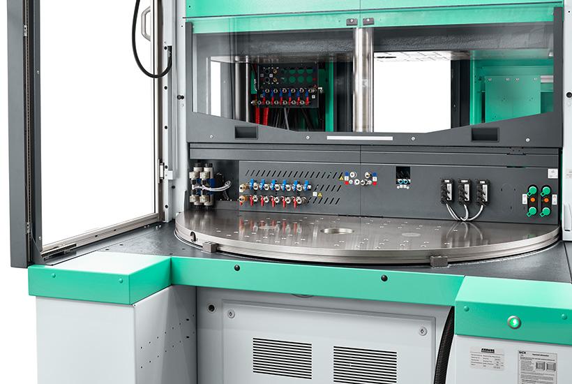 С помощью Allrounder 1300 T компания Arburg значительно расширяет ассортимент вертикальных станков с поворотным столом. Новая машина предлагает больше места для более тяжелых пресс-форм и оптимальна с точки зрения площади установки, веса и эргономики.