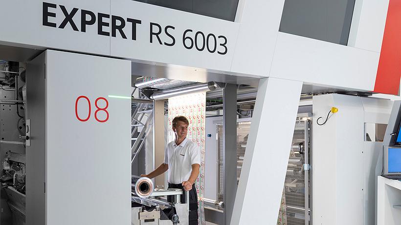 Машина EXPERT RS 6003 может развивать максимальную скорость 500 м/мин и выпускается с валовой и безваловой конфигурацией печатных цилиндров