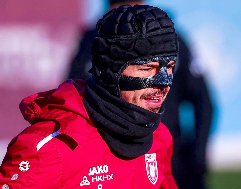 Легионер «Рубина» Дарко Йевтич в защитной маске из карбона Artek Mask