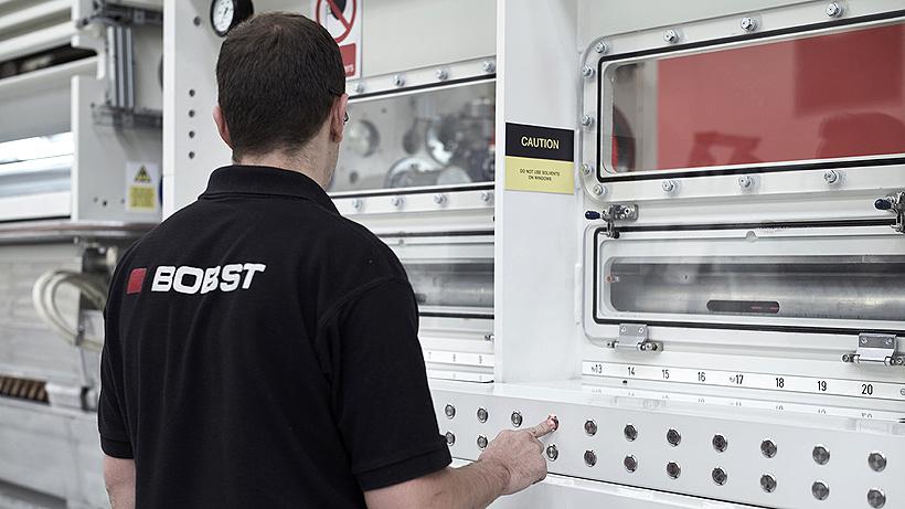 Новые металлизаторы BOBST оснащены самым большим в отрасли барабаном диаметром 700 мм для нанесения покрытий из БОПЭТ-пленки. Более крупный барабан увеличивает эффективность улавливания на 16%