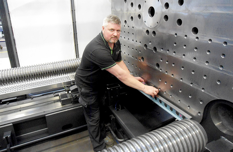 Специалисты компании ENGEL помогут правильно установить термопластавтоматы по уровню