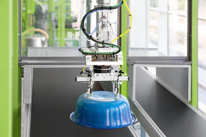 Высокоточная весоизмерительная система, смонтированная на роботах ENGEL