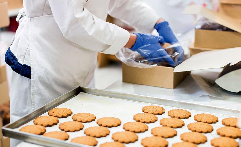 Дефекты оборудования могут вызвать случайное загрязнение пищи пластмассовыми деталями или частицами полимерной упаковки
