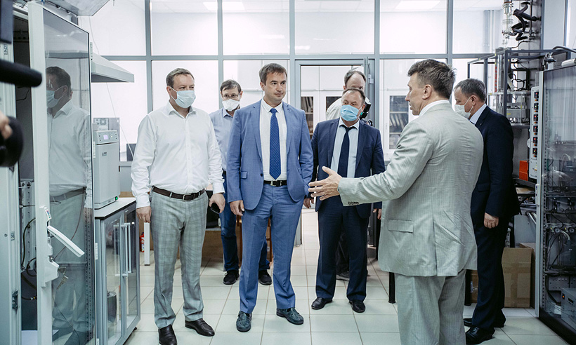 Химический институт им. А.М. Бутлерова КФУ посетила делегация ПАО «Нижнекамскнефтехим». Фото: КФУ