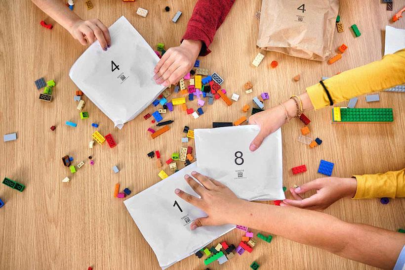 LEGO c 2021 года планирует отказаться от полиэтиленовых пакетов для упаковки кубиков и перейти на бумажные. Фото: LEGO