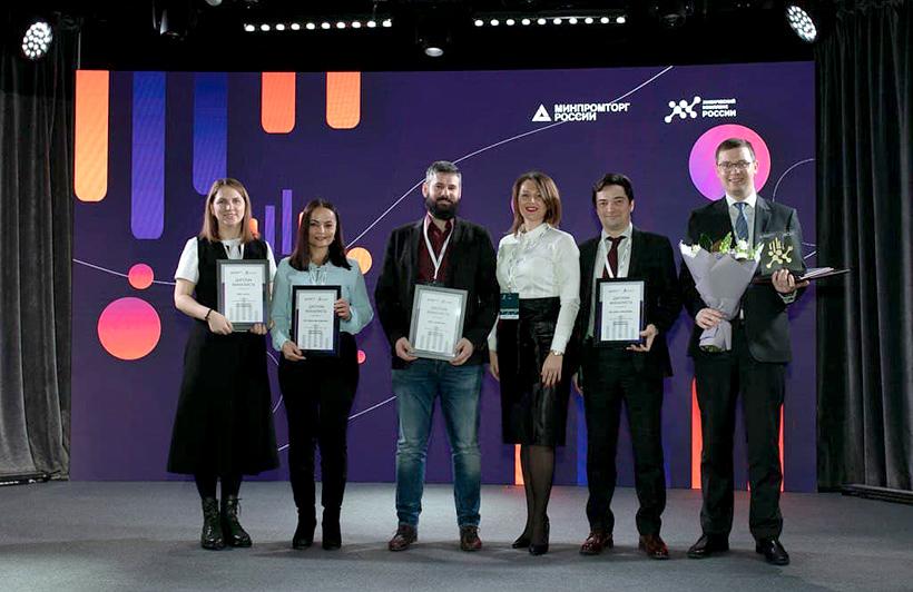 Финалисты премии «Бизнес-индекс Химкомплекса 2020» за лучший экологический проект года, представители компаний «МЕТАКЛЭЙ», ОП «Европласт», «ЗапСибНефтехим», «Данафлекс-Нано» и «АДИТИМ»