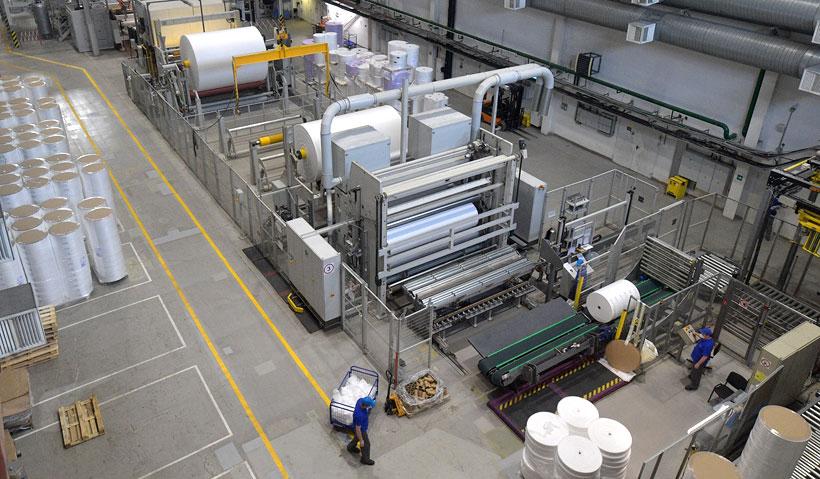 Линия по производству нетканых материалов для медицины и гигиены на заводе