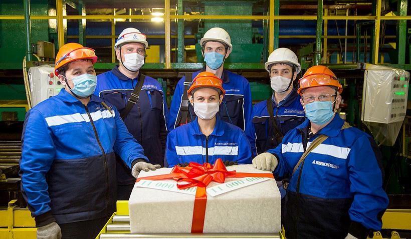 «Нижнекамскнефтехим» получил 11-миллионную тонну каучука СКИ-3. Фото: НКНХ