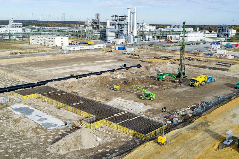 Концерн BASF заложил фундамент своего нового завода по производству катодных активных материалов для аккумуляторов в городе Шварцхайде, Германия