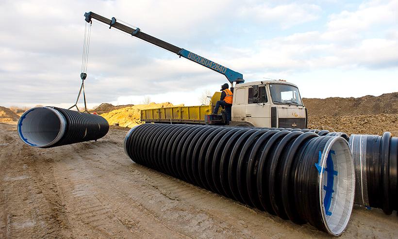 Укладка полимерных труб для дорожной инфраструктуры