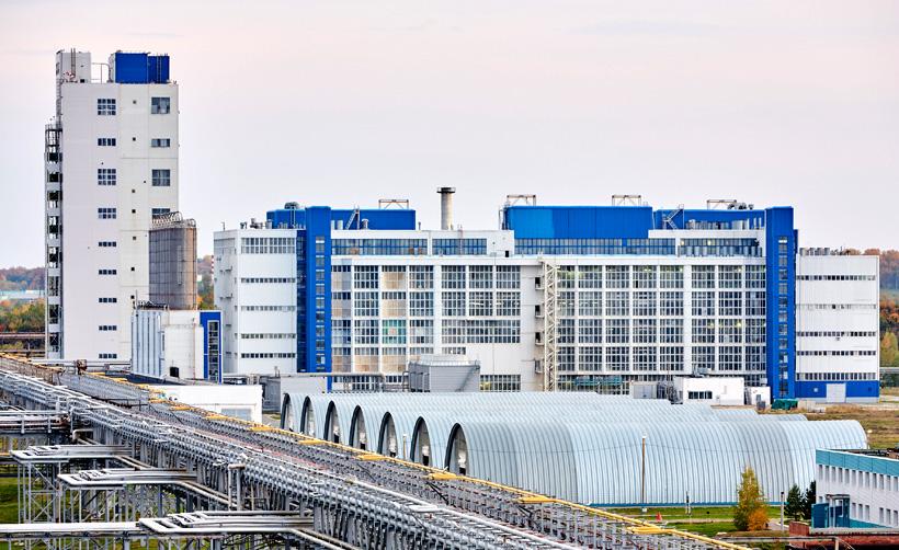 Общий вид на производство полиэтилентерефталата (ПЭТФ) завода ПОЛИЭФ (Благовещенск, Республика Башкортостан)