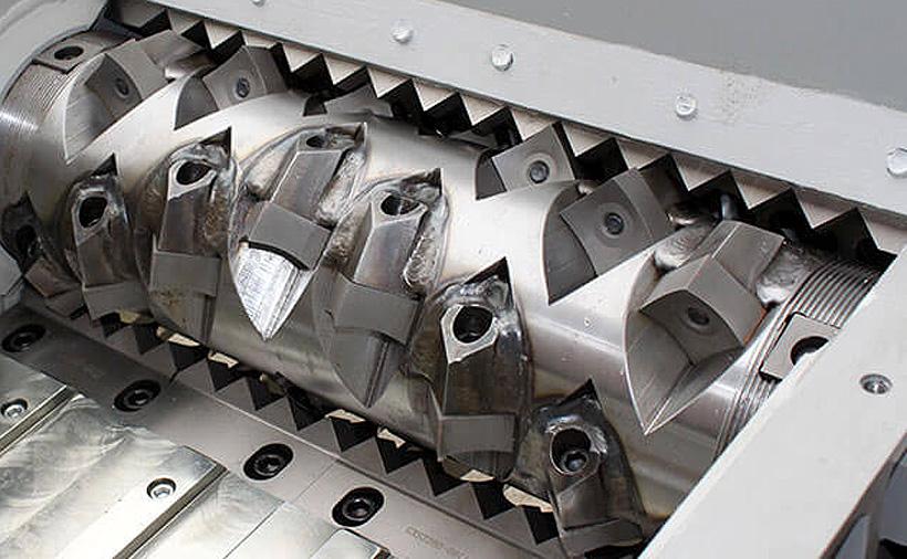 Встроенный в гранулятор POLYSTAR шредер-измельчитель позволяет напрямую подавать высокопрочную ПП-ткань, пленку, жесткий пластик и даже литники, без необходимости предварительной нарезки и измельчения перед загрузкой