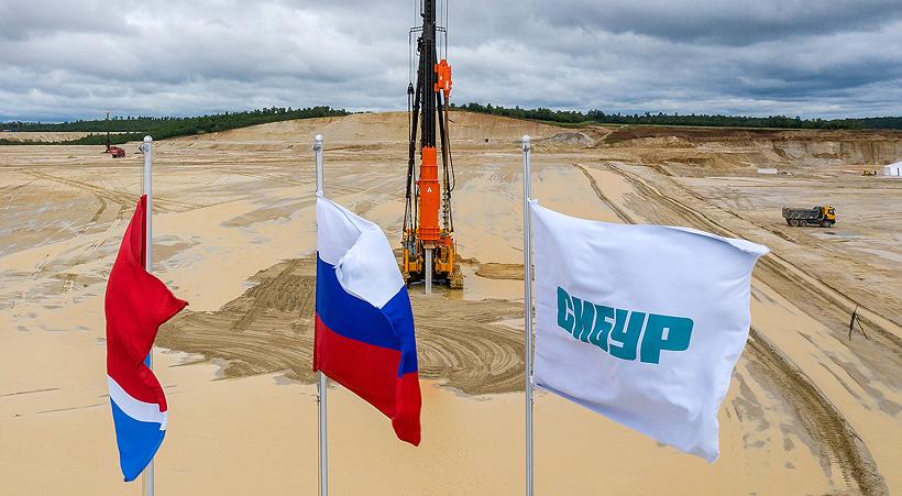 Строительство Амурского газохимического комплекса (АГХК) началось в августе 2020 года. Ориентировочные сроки завершения строительства и пусконаладочных работ запланированы на 2024 год.