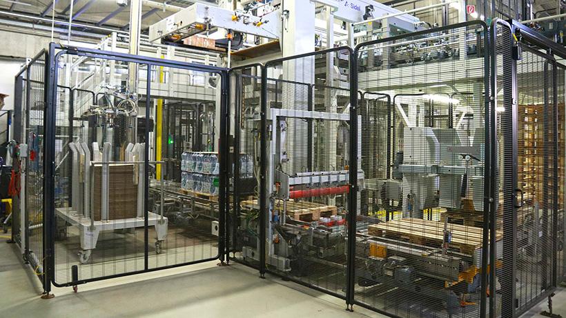 Инженеры Sidel улучшили систему расстановки ПЭТ-бутылок на укладчике с помощью новой конвейерной системы Electronic Spacer на заводе Pearlwater Mineralquellen