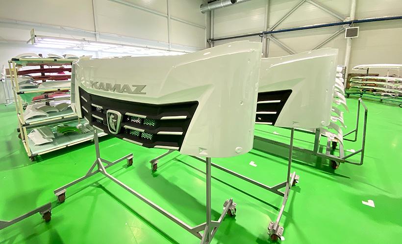 «Технотрон» наладил производство деталей экстерьера и интерьера новых тягачей КамАЗа серии К5 — передних бамперов, облицовочных панелей, панелей приборов