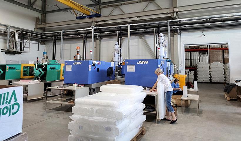 Производство пластмассовых изделий для упаковки компании «Юг-Полимер». Фото: Пресс-служба администрации Краснодарского края
