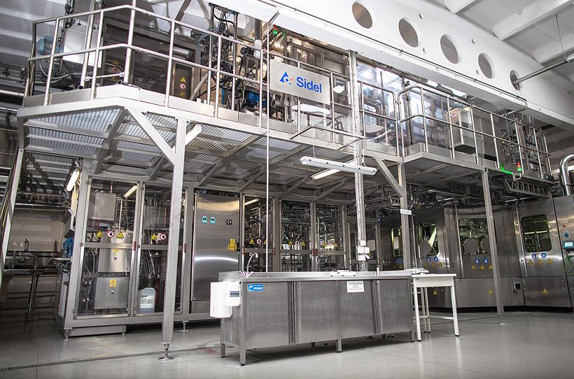Японский производитель напитков Sangaria, чтобы повысить гибкость производства, приобрел еще одну систему Versatile Sidel Aseptic Combi Predis компании Sidel