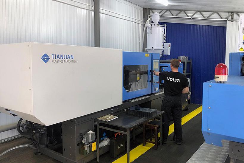 «СмоленскЭлектроКабель» в июле 2020 года термопластавтоматы компании Tianjian (входит в ГК HAITIAN) модели PLUTO для литья модульного напольного покрытия