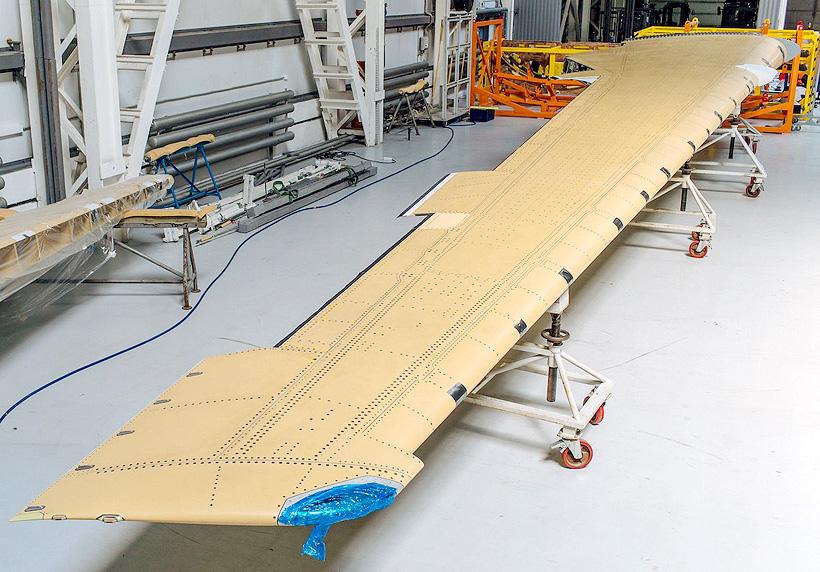Консоль крыла самолета МС-21-300 длиной 17,5 м была изготовлена из российских композиционных материалов компанией «АэроКомпозит»