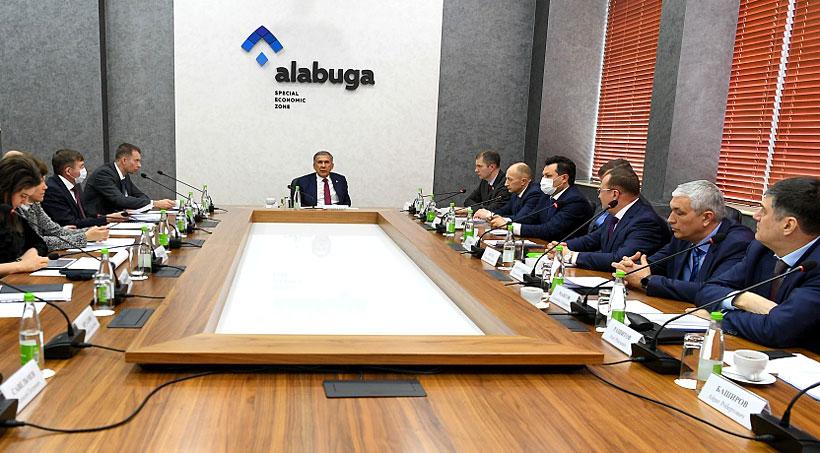 Наблюдательный совет ОЭЗ ППТ «Алабуга» под председательством президента Республики Татарстан Рустама Минниханова  провел заседание по рассмотрению пяти проектов