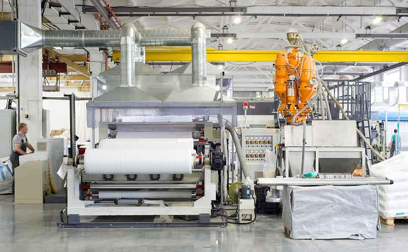 Установленный ГК «Алеко» ламинатор в Казахстане позволяет наносить пленку со скоростью до 150 м/мин с автоматической сменой рулонов