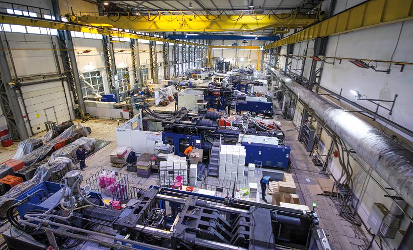 Цех для литья изделий из пластмасс с новыми термопластавтоматами производства HAITIAN на Заводе пластмассовых изделий «Альтернатива»