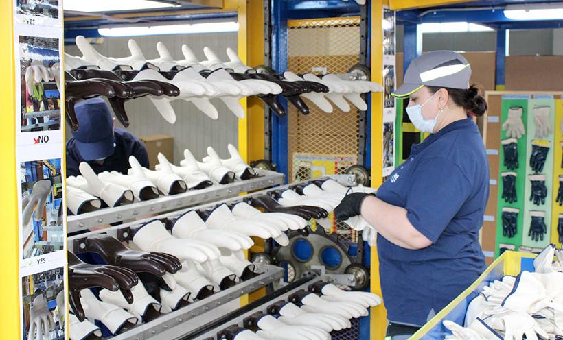 Производство латексных перчаток, предназначенных для защиты профессионалов при работе в тяжелых условиях на заводе Ansell в Тульской области