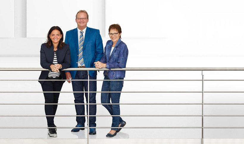 Приобретая AMK Arnold Müller GmbH & Co. KG, владельцы ARBURG (слева направо): Юлиана Хель (Juliane Hehl), Михаэль Хель (Michael Hehl) и Рената Кайнат (Renate Keinath) инвестируют в будущее электрических термопластавтоматов