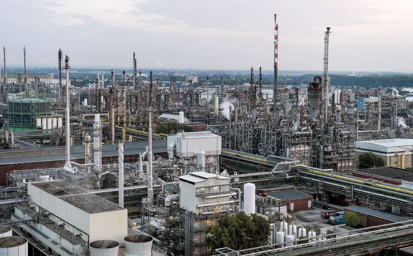 Производственный комплекс BASF в Людвигсхафен выпускает химическую продукцию для клиентов из самых разных сфер промышленности