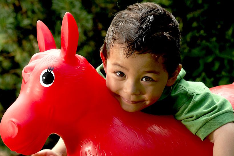 Пластификаторы незаменимы в строго регламентируемых отраслях, таких как производство игрушек, медицинских товаров, спортивного и развлекательного оборудования, а также упаковок для продуктов питания