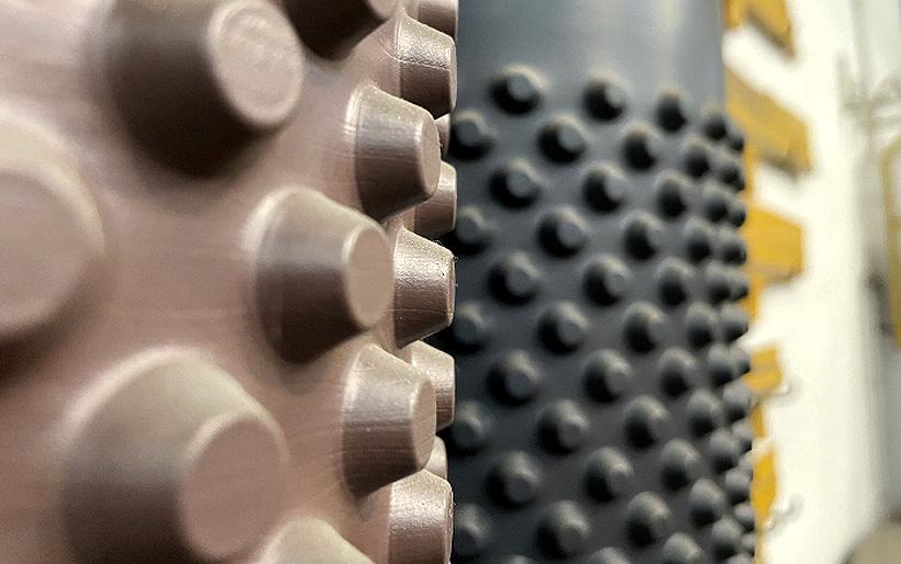 Готовые полимерные мембраны с ямочками весом от 400 до 850 г/м2
