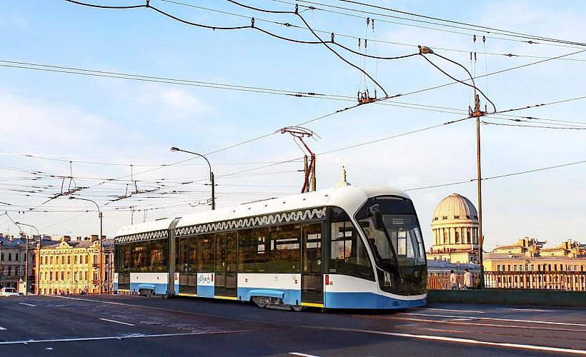 Двухсекционный трамвайный вагон 71-923М «Богатырь М» на улицах Санкт-Петербурга