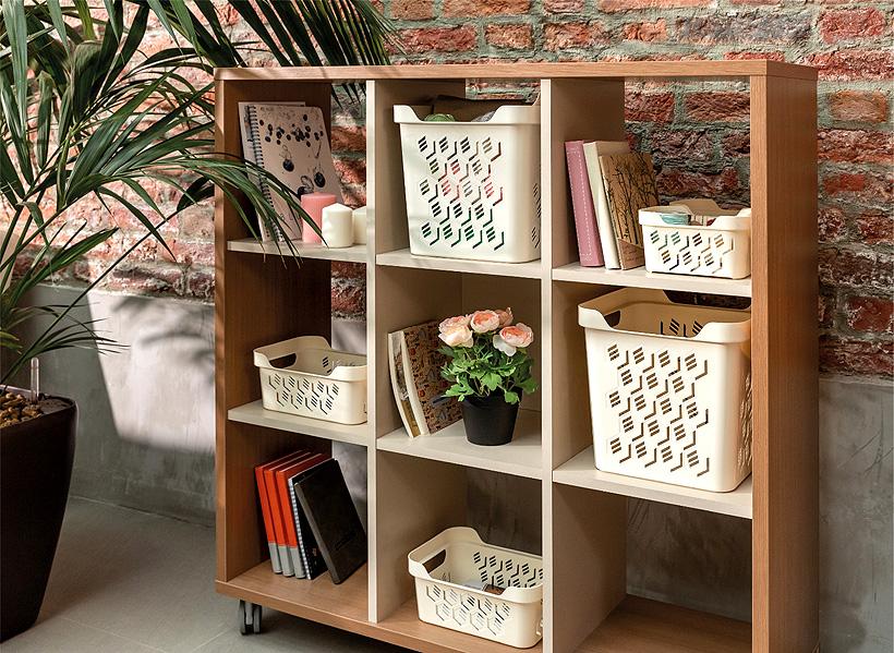 Четыре размера корзинок Deluxe снабжены удобными ручками, позволяющими с удобством вытаскивать их с полок и переносить
