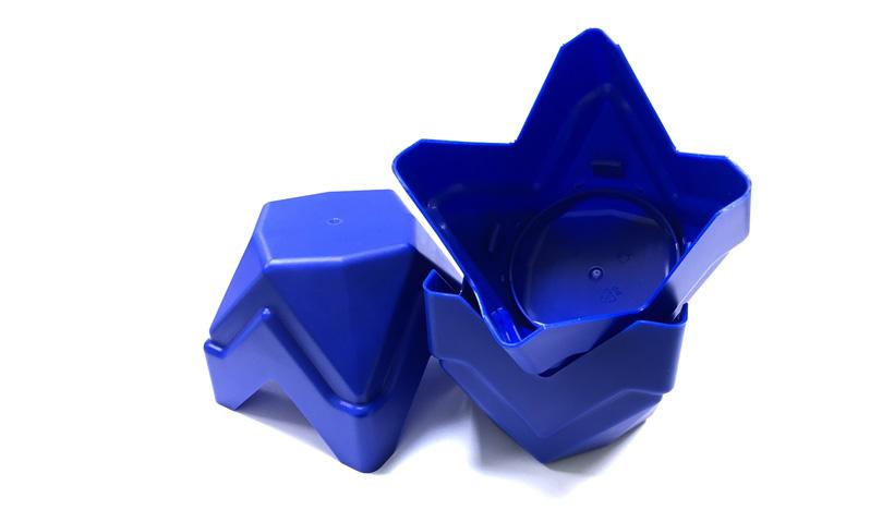 Крышка из полипропилена для стеклянной банки с гранулированным растворимым кофе изготовлена на пресс-форме «Балитех»