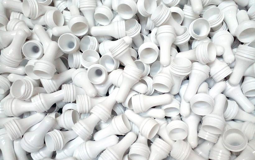 Белые ПЭТ-преформы из вторичного сырья завод по переработке пластмасс «Пларус» для выпуска упаковки кефирных продуктов