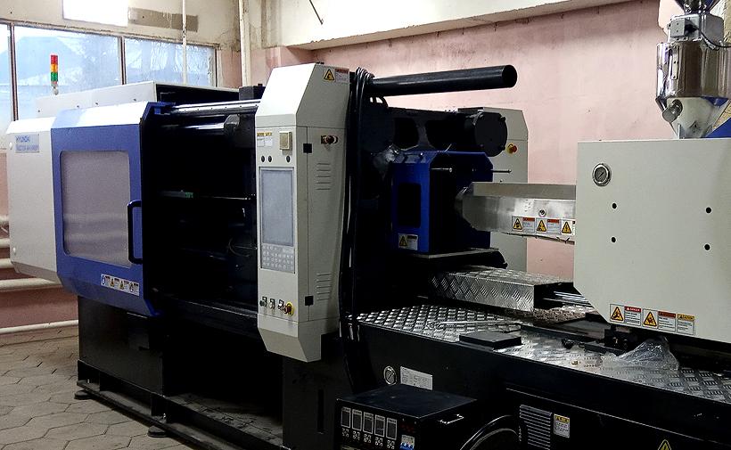 Термпопластавтомат Hyundai EDIS 300 с диаметром шнека 60 мм и объемом впрыска 778 см3 на участке литья в Тамбове