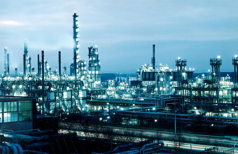 Завод LyondellBasell в Весселинге (Германия) является крупнейшим производственным предприятием компании в Европе. Полиолефины с этого комплекса используются для производства пленок, покрытий для кабелей и труб, топливных баков, изделий для литья под давле