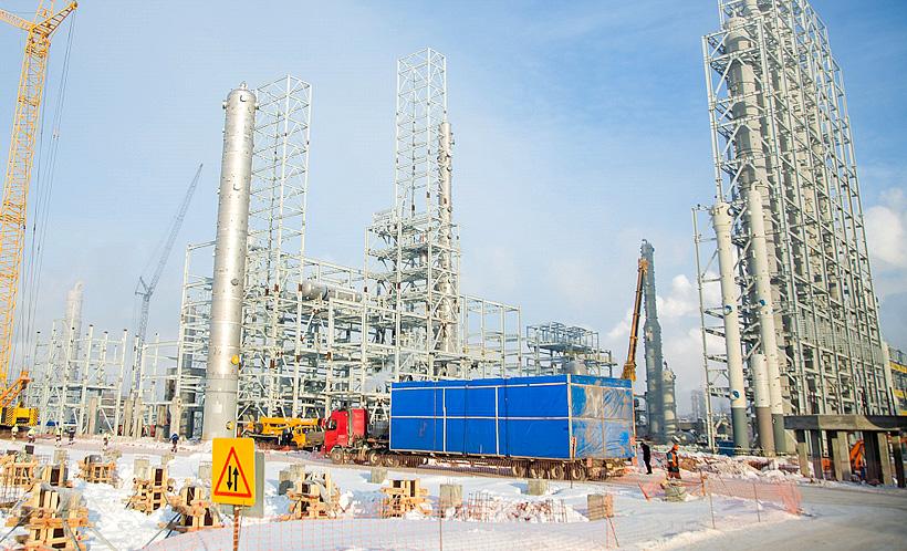На строящийся комплекс ЭП-600 «Нижнекамскнефтехим» доставили шелторы, которые обеспечивают бесперебойную работу аналитических систем в автоматическом режиме