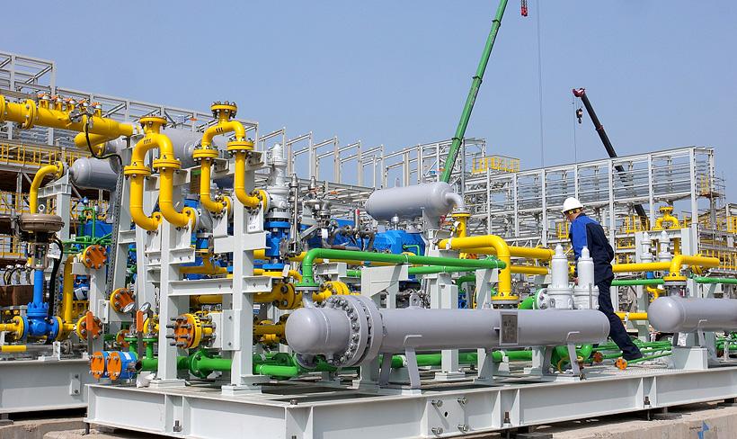 Монтаж компрессоровв весом 50 т для поставки в цеха завода ЭП-600  «Нижнекамскнефтехим» технического воздуха