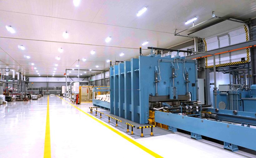 Цех с технологичным и высокопроизводительным оборудованием на заводе «ПолимерКомпани» в Щелково