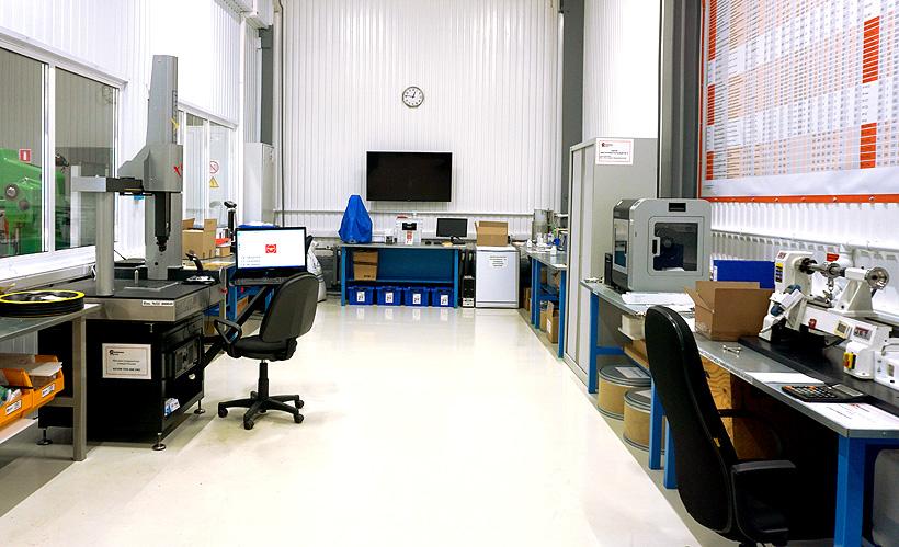 Собственная испытательная лаборатория «ПолимерКомпани» позволяет постоянно контролировать высокое качество полимерных листов
