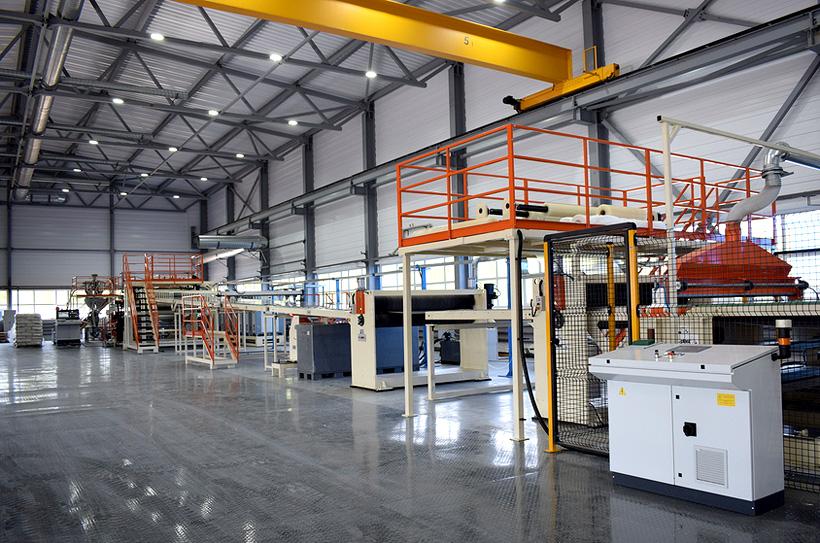 Установленная на заводе «Сосновскагропромтехника» седьмая по счету экструзионная линия может перерабатывать до 500 кг полиэтилена в час