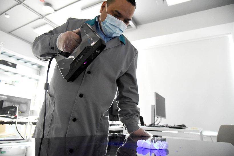 Работа с ручным 3D-сканером для получения цифровой модели изделия на предприятии СИБУР