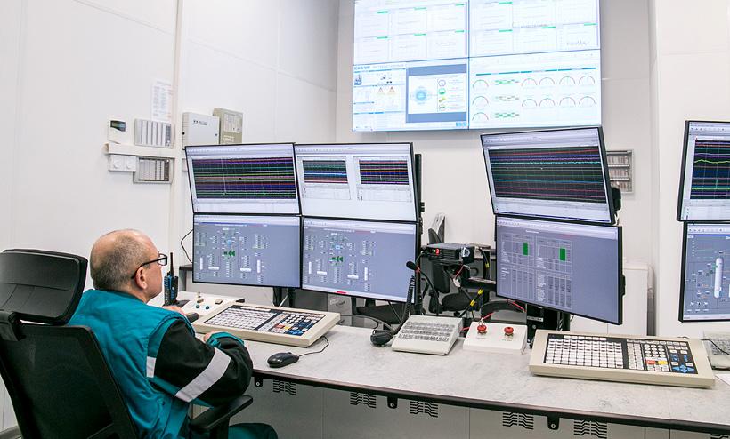 Центральный пульт управления производства окиси этилена и гликолей завода «СИБУР-Нефтехим» оборудован современной автоматической системой управления технологическим процессом