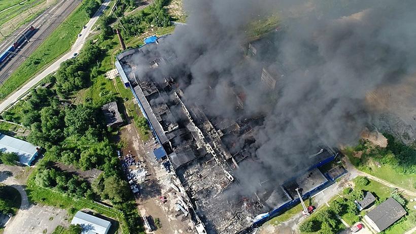 Пожар полностью уничтожил завод НПО «Слава» по выпуску пленки