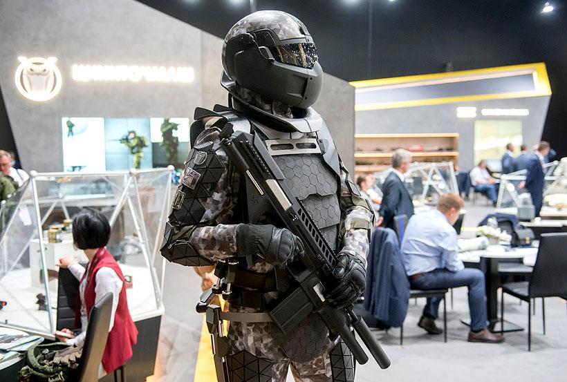 В основе нового поколения боевой экипировки «Сотник» лежит использование высокопрочного и легкого полиэтиленового волокна